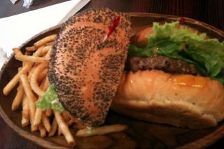 KUAAINAでチーズバーガーセット。