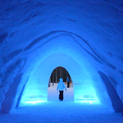 (SGRT) Tags: blue winter party mars snow ski cold ice nature digital suomi square hotel march lapland vodka polar lovelovelove ricoh igloo 2007 finlandia polaire carre finlande grd ylls laponie lainio aplusphoto kitill