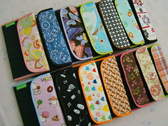 Carteiras  |  Wallets (Carina Esteves) Tags: money braslia handicraft handmade wallet feitomo craft sew carteira fabric cotton documento creditcard carto tecido dinheiro algodo identidade vis tricoline cartodecrdito carinaesteves carinaestevescrafts