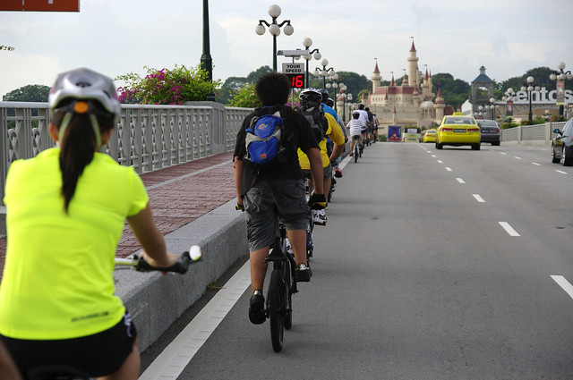 Riding into Sentosa, we were blessed with perfect weather for cycling