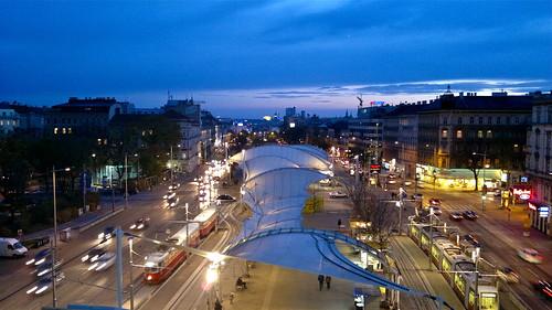 Urban-Loritz-Platz in der Dämmerung