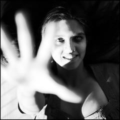 em ma no (atwose) Tags: portrait bw face lafotodelasemana hand retrato finger cara emma dedos mano mirada brillo gesto expresin twose challengeyouwinner ltytr1 atwose lfs062007 porfavorenvalafotoalpooldelafotodelasemanagracias