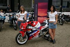 Biker Chicks & RVF (velton) Tags: show classic bike scottish chick motorcycle biker 2007 rowallan velton