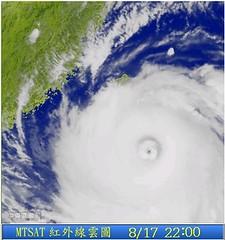 聖帕颱風的颱風眼真像個肚臍眼