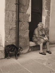 Superstition (wtl photography) Tags: old italy lady cat creepy spooky tuscany friday toscana 13 13th superstition hissing pitigliano wtl abigfave aplusphoto