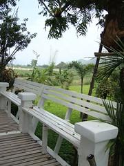ฃฅฑ - white benches