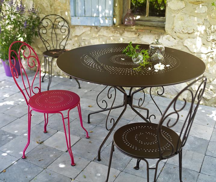 deco pierre jardin latest pot en pierre bleuetronc arbre dco jardin with deco pierre jardin. Black Bedroom Furniture Sets. Home Design Ideas