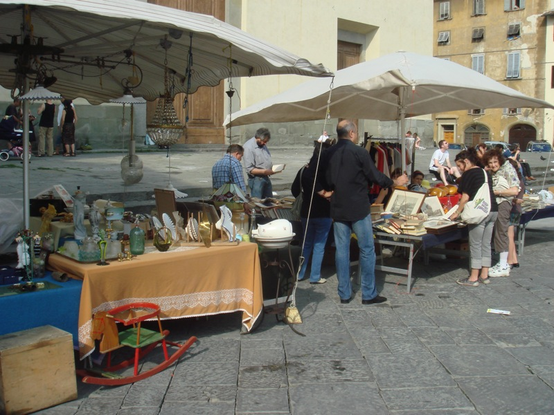 antique market at santo spirito.JPG