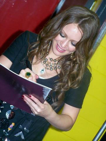 hilary-duff-greet-07
