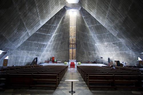 Identifique el interior de estas catedrales católicas modernas