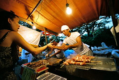 give me my chicken! (troutfactory) Tags: street food chicken film lightbulb festival japan candid voigtlander cook stall rangefinder wideangle chef osaka vendor yakitori analogue grilling kansai matsuri 15mm bessal tenjin 2007 skewers iknowmychicken yougottoknowyourchicken