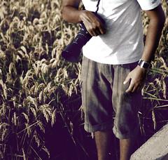 .foto grafia.  .luz + graph. ( k e l l y k a i s e r ) Tags: boy people 50mm spain nikon daniel crop d200 f18 50mmf18 70300 kellykaiser