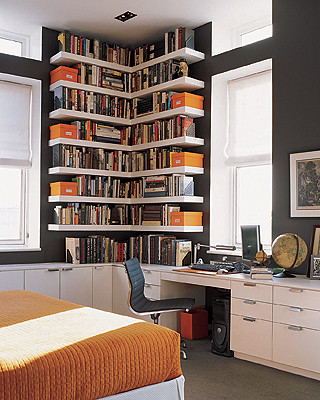 Ideas for small spaces: Custom bookshelves + dark walls: 'Iron Mountain' by Benjamin Moore