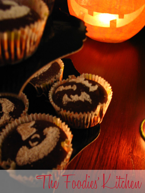 Halloween Stenciled Cupcakes
