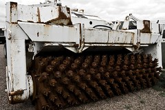 Deminer front (Theleom) Tags: juni contrast d50 army nikon rust war tank sweden military where crushing armor when what grinder 2007 minesweeper deminer fordon krig pansarmuseet minrjning