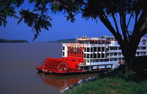 """Ol`man river mit Steamboat """"Mississippi Queen"""", Natchez, USA"""