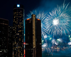 sky go boom (Chuck Manley) Tags: canada digital gm pentax fireworks michigan detroit favorites target detroitriver km rencen internationalfreedomfestival k2000 chuckmanley