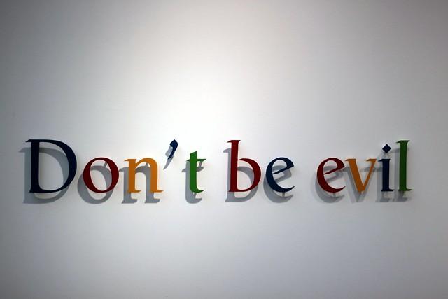 la FIAC aime Google - DOnt't be evil, vía Flickr por tangi_bertin