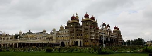 LowRes 2010-11-01 01 Mysore 02 Mysore Palace 01 LP