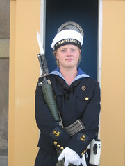 young female guard (gillarsverige) Tags: girl uniform gun king sweden stockholm guard young queen gloves blond weapon younggirl gitl marinbasen
