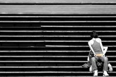 Amores paralelos (Jose Manuel Torriatte) Tags: portugal lafotodelasemana amor escalera viajes porto beso oporto tanga paralelo desaturado peldao lfsganadormes lfs062007
