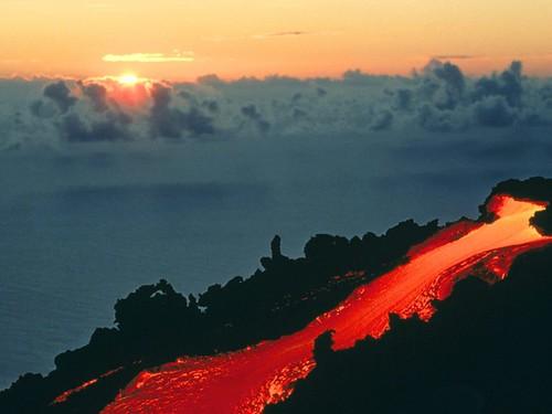 929378375 05fb99ca18 Danger and Beauty of Hawaiian Volcanoes
