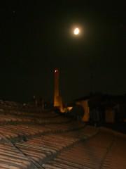 Bologna notturno 2 (magellano) Tags: roof italy moon night italia tetto tetti towers luna roofs bologna torri emiliaromagna notturno asinelli garisenda mascarella