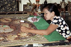 Tapestry workshop (Linda DV) Tags: travel art geotagged handicraft asia southeastasia burma craft 1999 workshop myanmar artisan mandalay artesana tapestry artesania handwerk artisanat birmanie birmania handvaardigheid lindadevolder