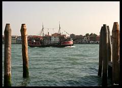 Piratas en Venecia (louna.malaussene) Tags: boat barco ship pirate venecia venezia fantasma pirata buccaneer bucanero pirateday