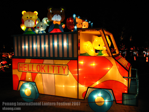 hello-kitty-bus