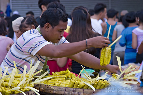 Suman street vendor in Plaza Miranda, Quiapo Church, Manila  Philippines Buhay Pinoy  Ngayon Filipino Pilipino  people pictures photos life Philippinen sticky rice snack food