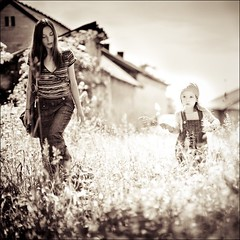 iza & mary (gosia janik) Tags: light walk meadow motherchild spacer ki