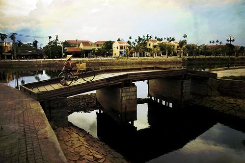 Vietnam - Hoi An - Cruzando el Puente