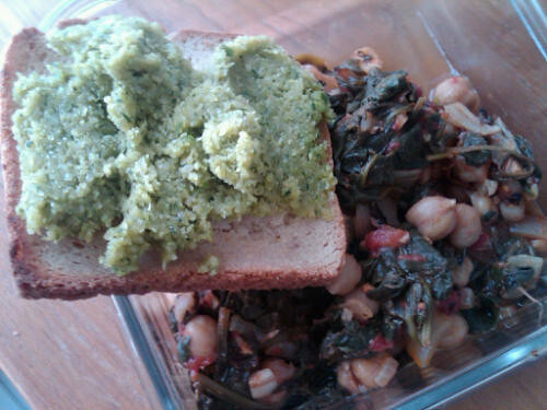 Pesto tartine and chickpeas
