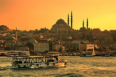 Sunset on Eminn - Istanbul (belthelem) Tags: trip travel sunset sea sun turkey boat nikon barco d70 trkiye d70s istanbul mosque turquie trkorszg trkei mezquita bec cami turkije turquia anochecer viajar estambul galata goldenhorn tyrkiet camii turchia t100 suleymaniye turkki tirkiye gpc themoulinrouge eminn eminonu turkiet tyrkia clarooscuro cuernodeoro 100faves 10faves imagepoetry tyrkland 25faves ltytrx5 ltytr1 superhearts a3b hali belthelem oracoob oracosm