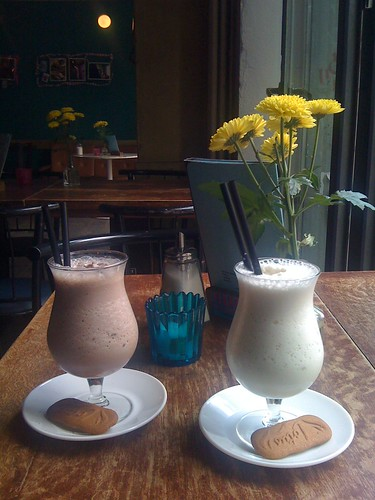 Vegan Milkshakes at Cafe Morgenrot + Lotus Speculoos Cookies
