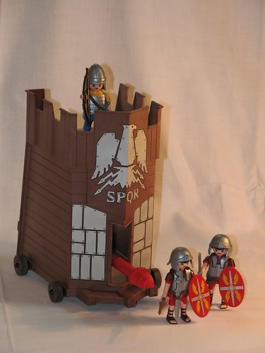Fahrbarer Belagerungsturm mit beweglichem Rammbock