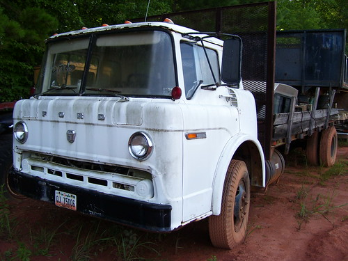 1975 Ford C-700