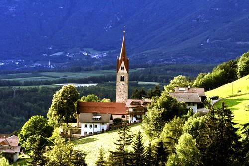 Kapelle St.Leonhardt am Abend