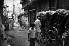 DSC_1079 (Tanja on flikr) Tags: 2005 street bw india children rickshaw kolkata puller westbengal black38white