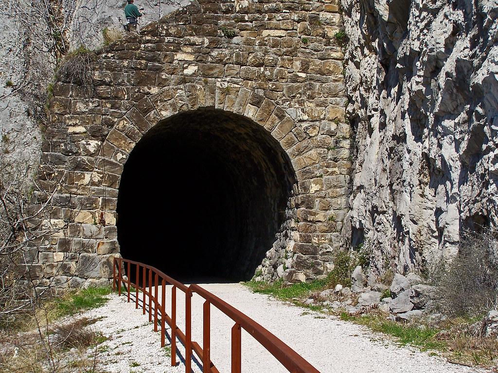 Vecchia galleria ferroviaria