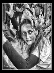Matemos al zombie! (Dama_Azul II) Tags: madrid espaa woman digital dead blood hands hand zombie walk manos horror terror sangre zombi marcha muerto mzm cicatriz herida zombiewalk muertoviviente marchazombie arbolzombie avdafelipeii arboldelzombi