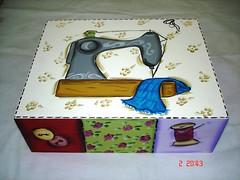 caixa de costura grande (Imer atelie) Tags: flores grande patchwork pintura maquina mdf colorida costura agulhas botões retalhos atelie imer divisórias retroses