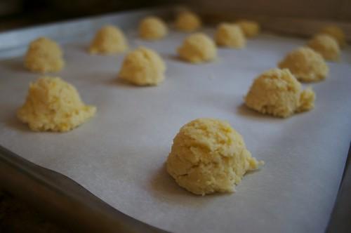 lemon cookies lined up