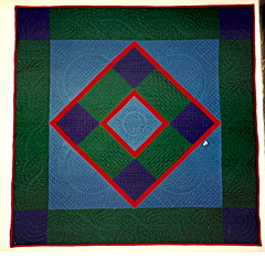 Amish bleu et vert (manu/manuela) Tags: blue red green vintage square rouge purple quilt vert diamond amish bleu quilting patchwork manuela carr handquilted quiltmain