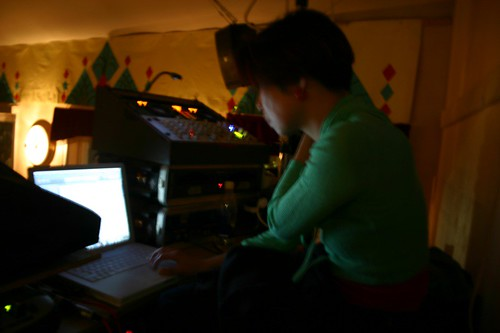 tomo DJing in Herrang