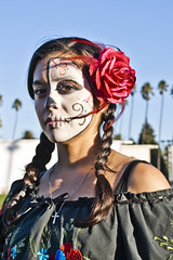 Half Skull Traditional (johnwilliamsphd) Tags: street portrait people copyright woman holiday john dayofthedead dead skeleton skull la colorful williams faces painted c makeup streetportrait honor mexican diadelosmuertos hollywoodforevercemetery remembrance calavera reverent  williams john johncwilliams guerrillafotocom johnwilliamsphd phd