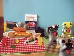 picnic robots2 (Sleepy Robot 13) Tags: park camera food outside picnic picturetaking polymerclayurbanvinylsleepyrobot13etsysilvercraftcraftscraftingsculptingsculpturefigurinearthandmadecraftshowcutekawaiirobots