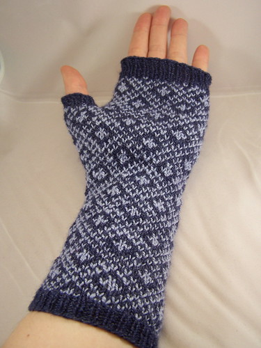 Endpaper mitt on hand