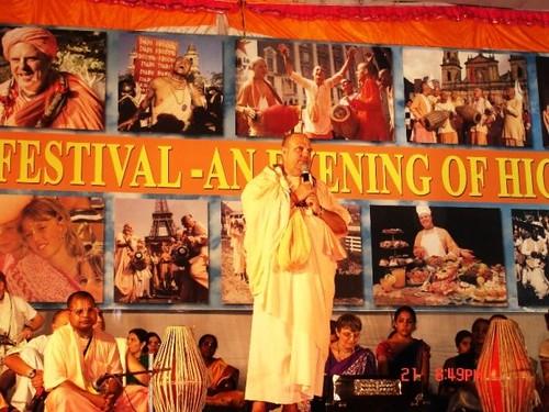 H H Jayapataka Swami in Tirupati 2006 - 0058 por ISKCON desire  tree.